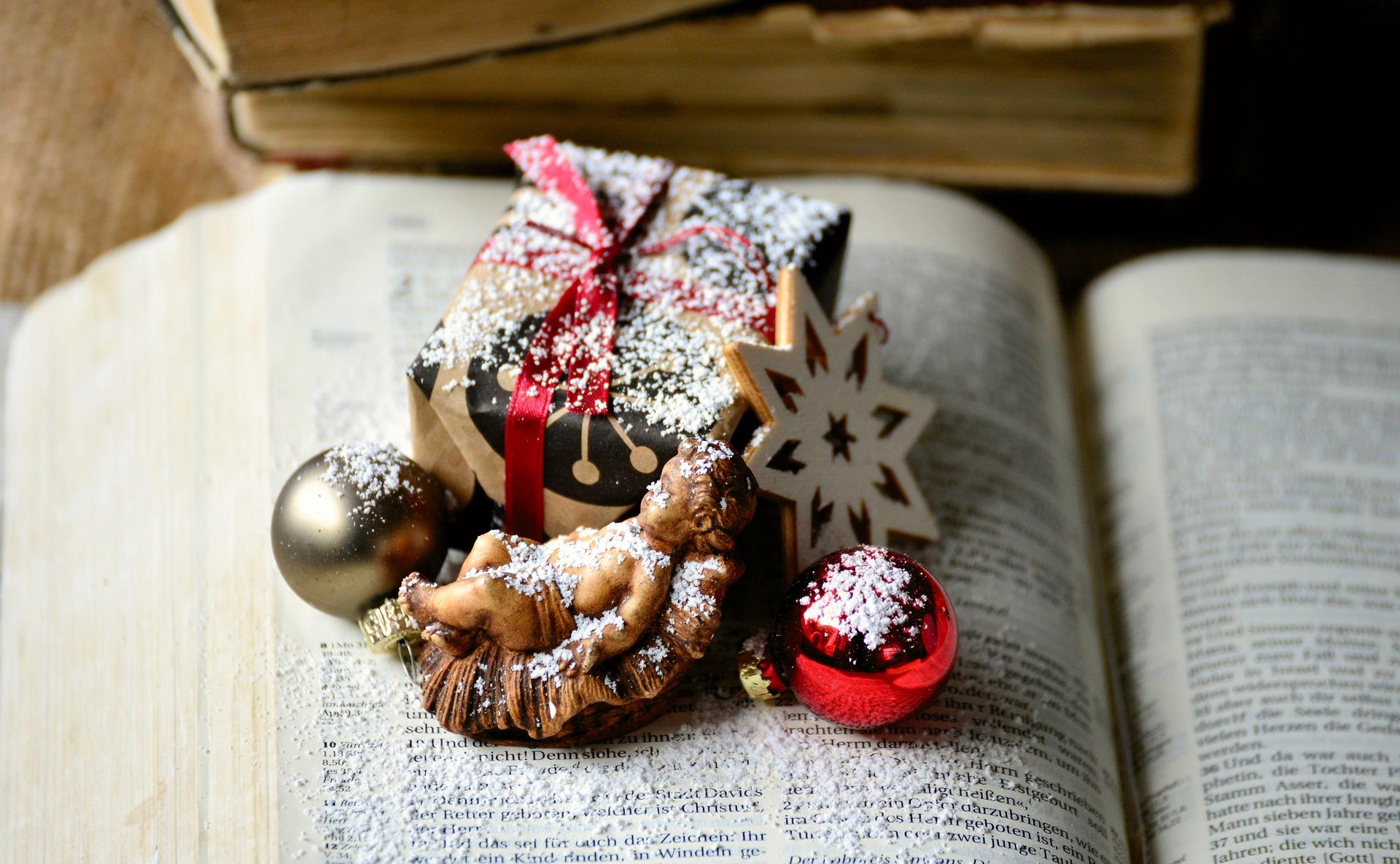 Weaving Scripture Through the Christmas Season